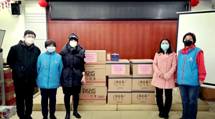 The staff of Beijing Chongwenmen Church donated supplies to a local community on March 27, 2020.