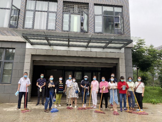 Hubei CC&TSPM launched spring-cleaning activity to prevent and control the pandemic on the morning of June 22, 2020.
