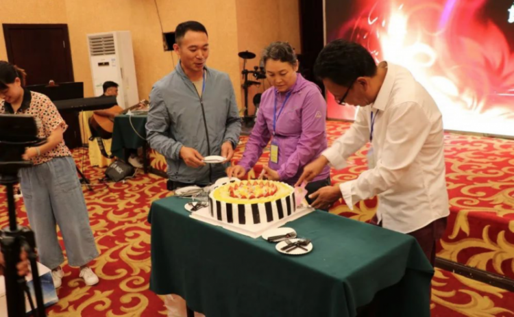 Some workers of Kunming Shijicheng Church attended the birthday party held  in its 8th co-workers retreat beginning on August 3, 2020.