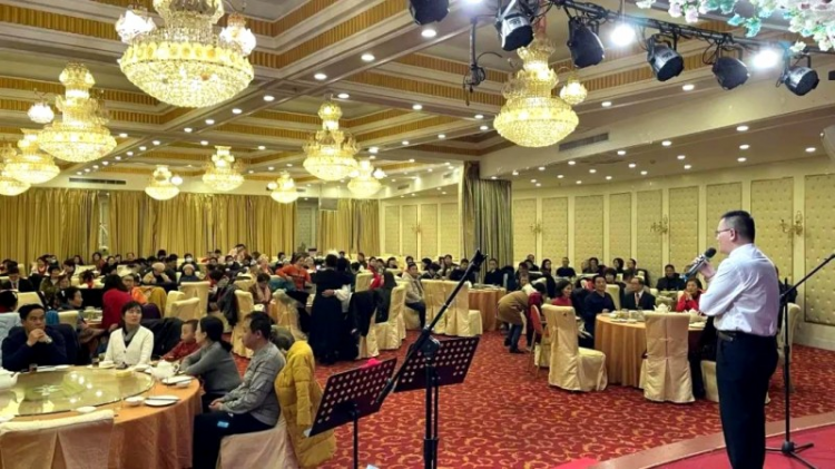 In Guangxi Zhuang Autonomous Region, Beihai Church held an annual party for staff workers in the Vienna International Hotel in Beihai Beibuwan Square on January 8, 2020.