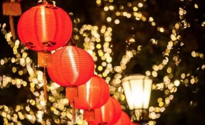 Red lanterns are hung during the Spring Festival.