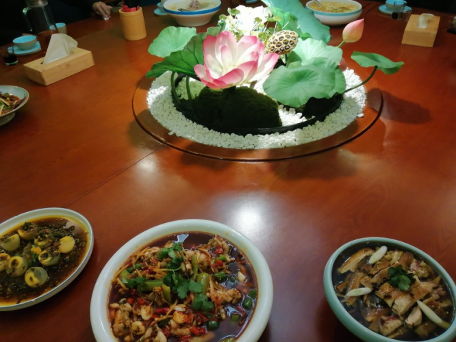A holy and beautiful lotus and some food were placed in the center of the table for single believers of a church during the 2021 Spring Festival.