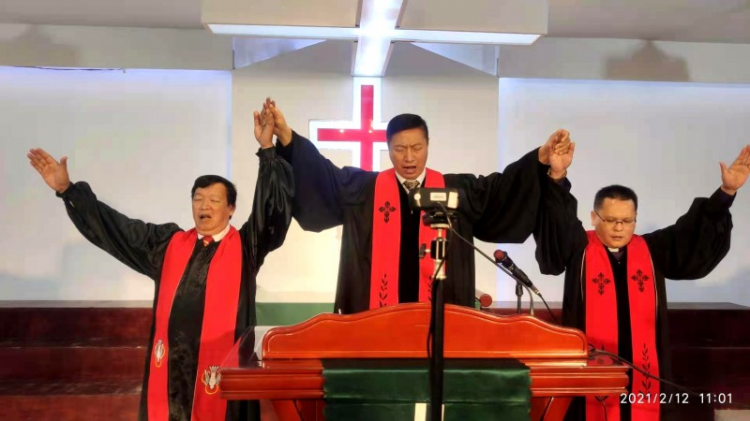 In a live broadcast Chinese New Year  service held by Beihai Church on February 12, 2021, Senior Pastor Zhang Yezhong, Pastor Wang Yuxi, and Pastor Huang Zhengxin gave benediction to the congregation.