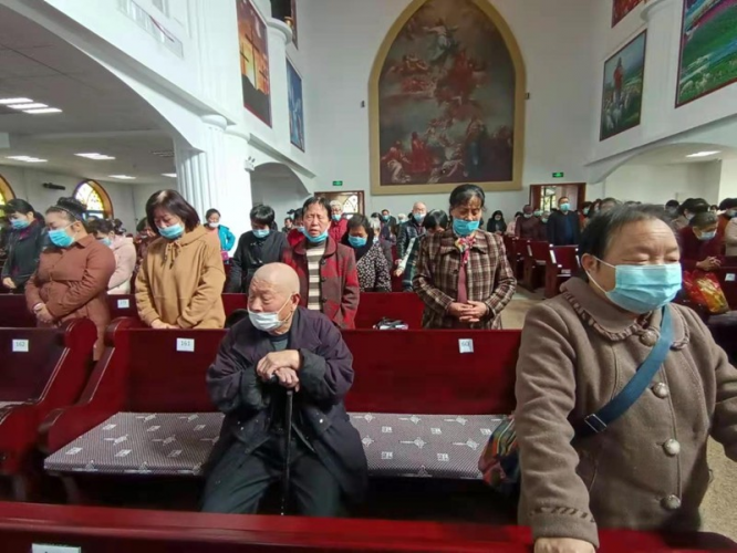 The congregation prayed in the Palm Sunday service held in Shilipu Church in Baoji City, Shaanxi Province on March 28, 2021.