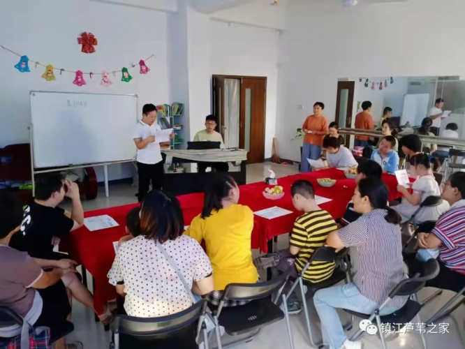 A teenager with Down Syndrome sang a song in the piano accompaniment by a volunteer Liu Yanrui majoring in early childhood development and health management on the afternoon of Sept 25, 2021.