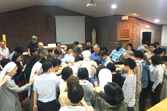 Participants at the sixth Annual Christian Forum for Reconciliation in Northeast Asia prayd together on May 31, 2019.