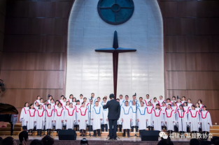 The church in Fujian conducted a praise and worship meeting at Fujian Theological Seminary on Easter.