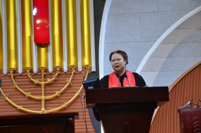 An elder of Baoji Dawning Church, Shaanxi preached in the Holy Week of 2019.