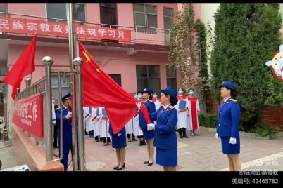 More than 100 believers of Linyi Church in the country's northern Shanxi Province attended the flag-raising ceremony on Oct 1, in which local religious officials participated.