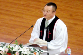Rev. Zhao Yonggang preached a sermon on idolatry in Dalian Fengshou Church on Aug 18, 2019.